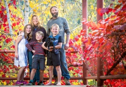 Familt portrait of 5 people with Autumn leaves